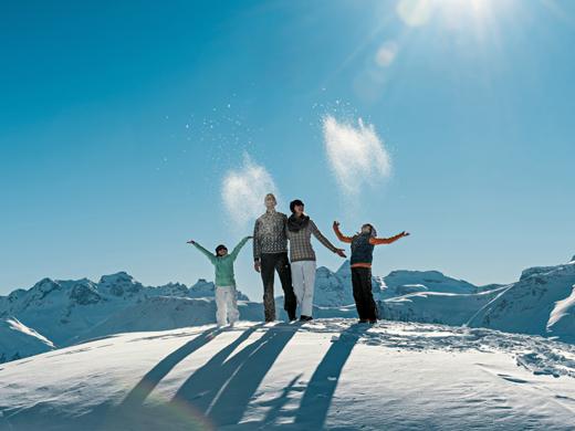Winterwandern mit der ganzen Familie auf der Moosfluh, Aletsch Arena.