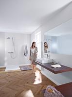 Berührungslose Armaturen sind die ideale Lösung für das Familienbad. Foto: Hansa Armaturen GmbH