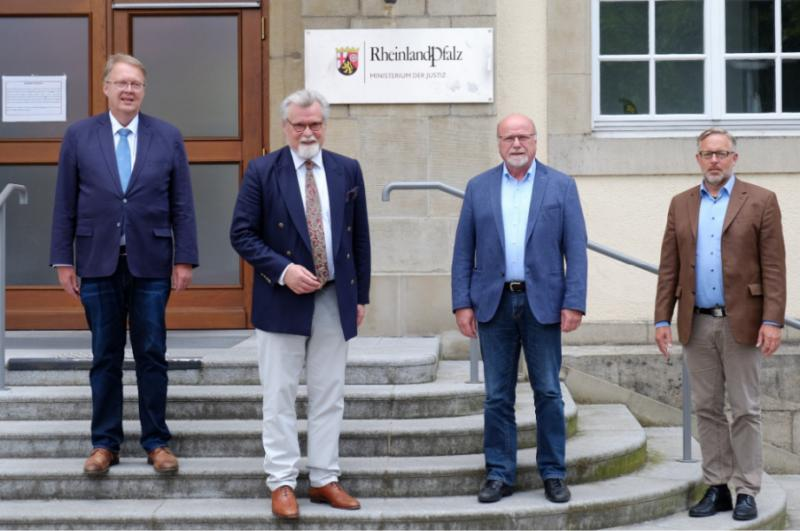 Foto (v.l.n.r.): Harald Freter, Herbert Mertin, Hennes Göers, Joachim Sieger