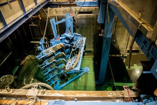 Die Werkzeuge für das Zerschneiden der Kerneinbauten unter Wasser.