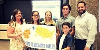 Schüleraustausch USA: Die Gastfamilie begrüßt die neue Austauschschülerin (Foto: Stiftung Völkervers